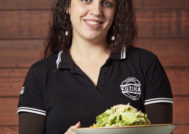 ekuzina's-girl-serving-salad