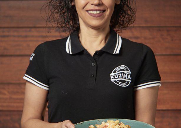 ekuzina's-girl-serving-pasta